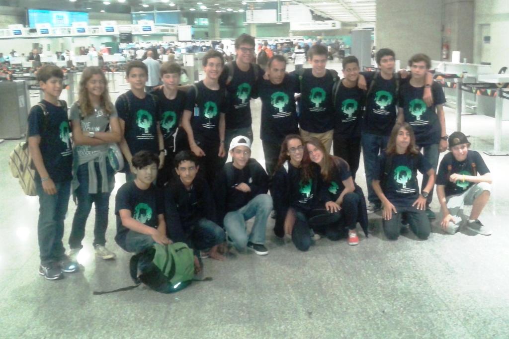 Equipe brasileira no Galeão.